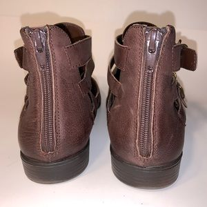 Bella Vita Shoes - 9.5WW Brown Leather Buckle Strap Zip-Up Booties